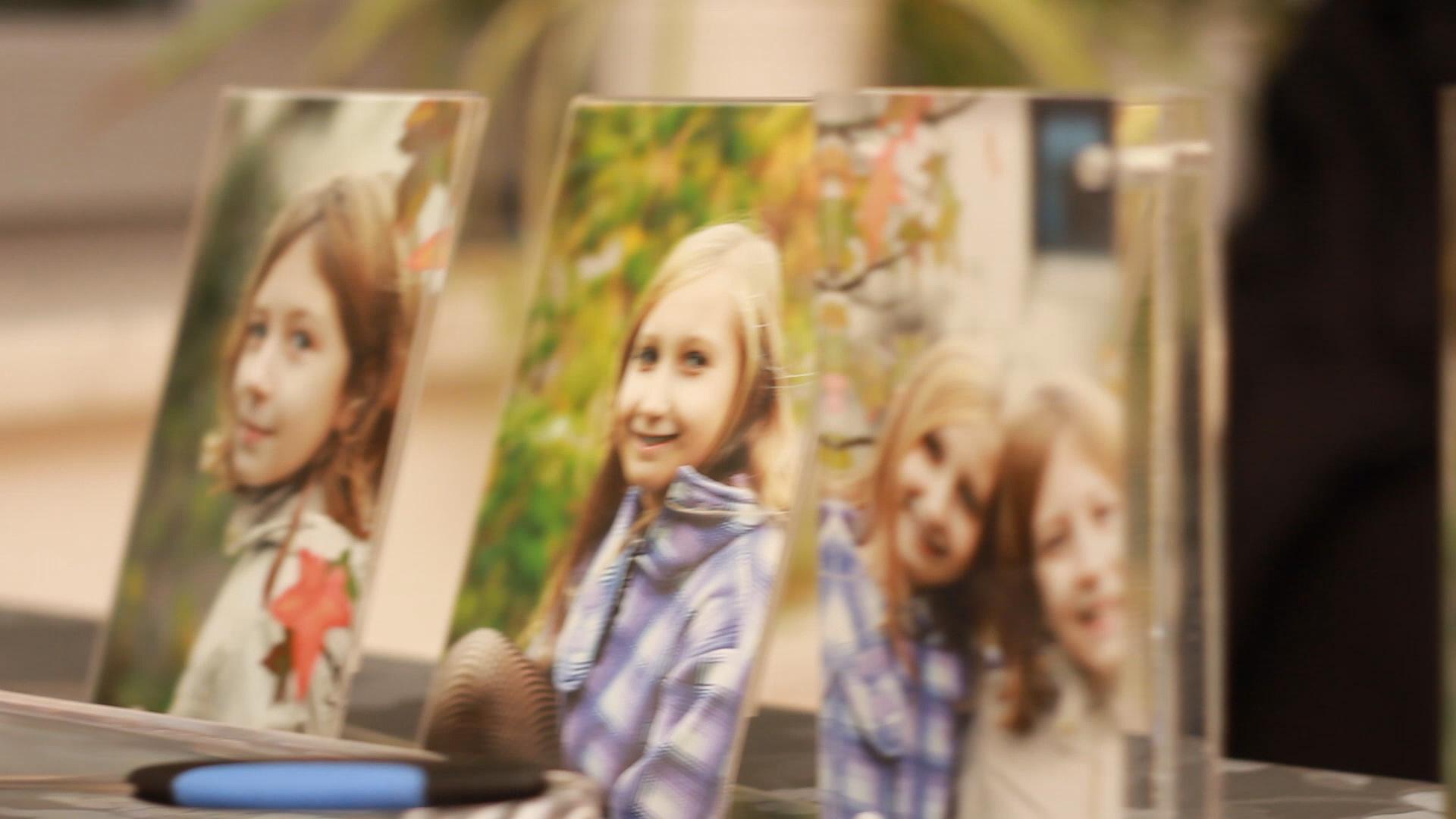 Fotos aus glücklichen Zeiten - Szene aus Keller Kinder.