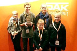 Preisverleihung: Das 'Für eine Handvoll Wasser'-Team mit der Goldenen Kamera