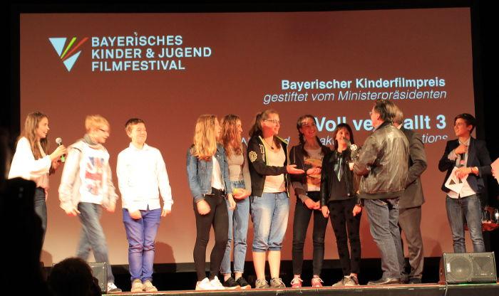 Das Filmteam bei der Preisverleihung